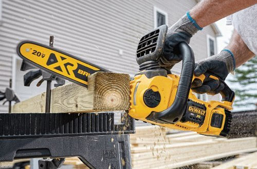 DEWALT DCCS620P1 20V Brushless Compact Cordless Chainsaw Kit