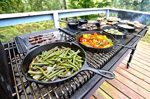 Lodge 10-InchPre-Seasoned Cast Iron Pan for Sautes & Stir Fry.